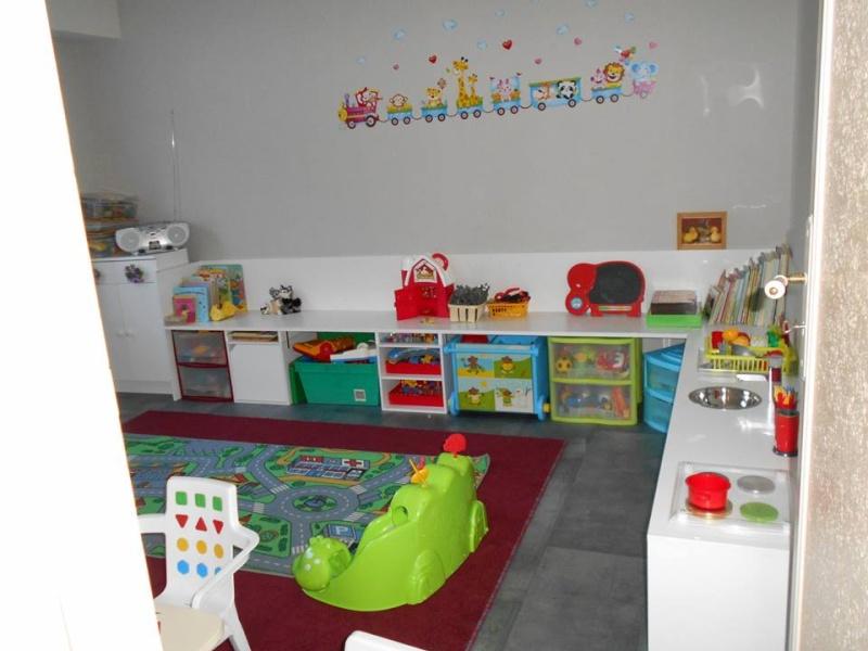 salle de jeux chez l 39 assistante maternelle. Black Bedroom Furniture Sets. Home Design Ideas