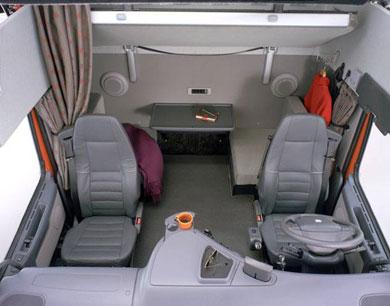 Pour les amateurs de scania for Camion americain interieur cabine