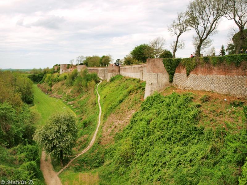 Montreuil-sur-Mer - la Carcassonne du Nord dans - - - Montreuil-sur-Mer p5081311