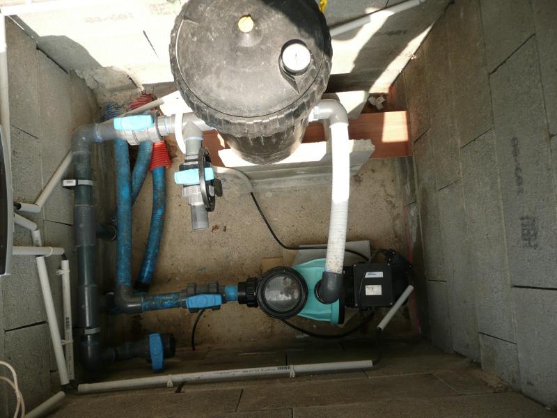 Position filtre pompe et branchement electrique for Branchement aspirateur piscine skimmer