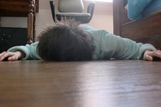 Celui qui s allonge par terre aura tout mon respect for Table qui s allonge