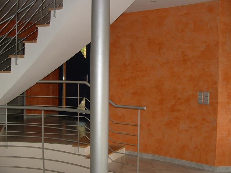 Couleur orange pour grand mur mal foutu dans salon for Couleur pour mur salon