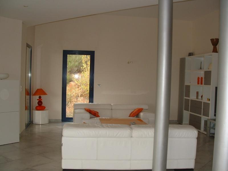 couleur orange pour grand mur mal foutu dans salon page 1. Black Bedroom Furniture Sets. Home Design Ideas