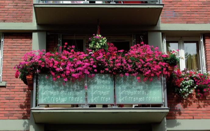 balcons et terrasses fleuries. Black Bedroom Furniture Sets. Home Design Ideas