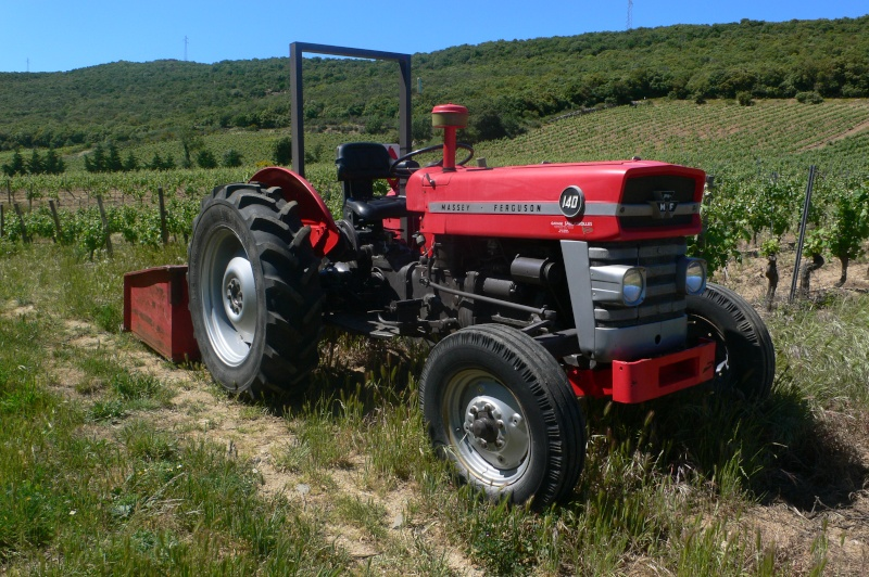 fordson super major with T13075 Vend Massey Ferguson Type 140 on Fordson 20major 20gallery in addition Veterantraktor additionally 222032107123 furthermore T1041 Fordson Super Major 4x4 as well 4892482277.