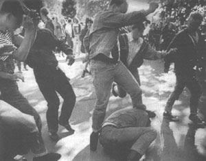 3 ans plus tôt que la bataille de Waterloo, la red action mettait déjà une belle déculottée au Blood & Honour à Hyde Park, le 27 mai 1989
