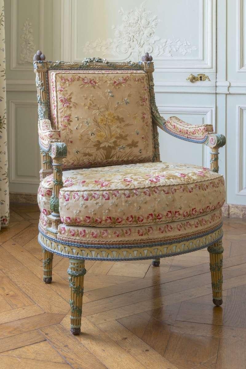Mobilier de marie antoinette au petit trianon for Petit mobilier de salon